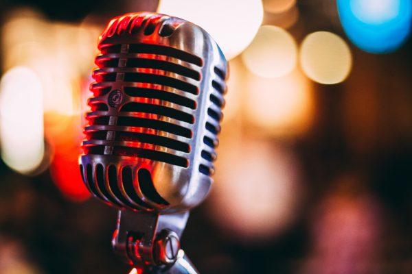 Karaoke Mikrofon im Elvis Stil